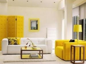 sala de estar amarela